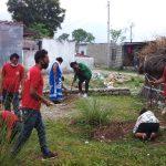सापकोटा दम्पतीको घर निर्माण गर्दै युवा संगठन