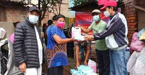 ललितपुरमा युवा संगठनद्वारा स्वास्थ्य सामाग्री वितरण