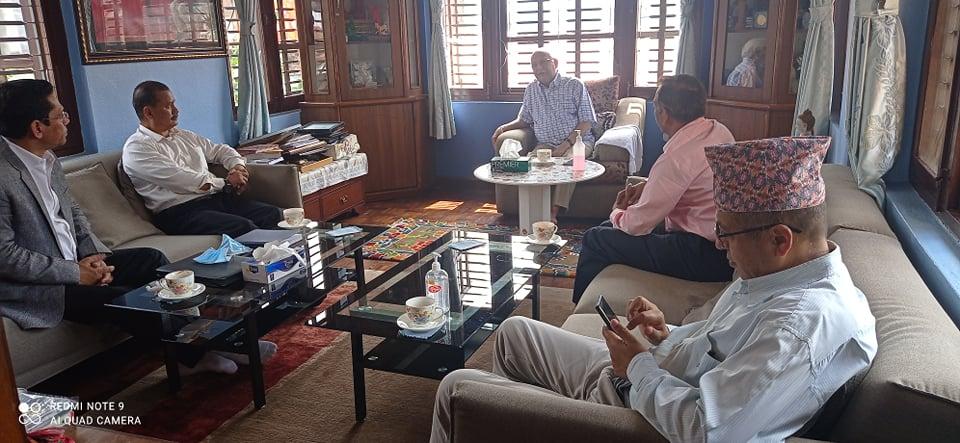 नेकपाका महासचिव विप्लव र पूर्वप्रधानमन्त्री ओलीबीच भेटवार्ता
